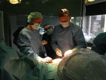 Pierwsze w Polsce operacje wszczepienia stymulatora nerwów krzyżowych InterStim leczącego choroby pęcherza moczowego